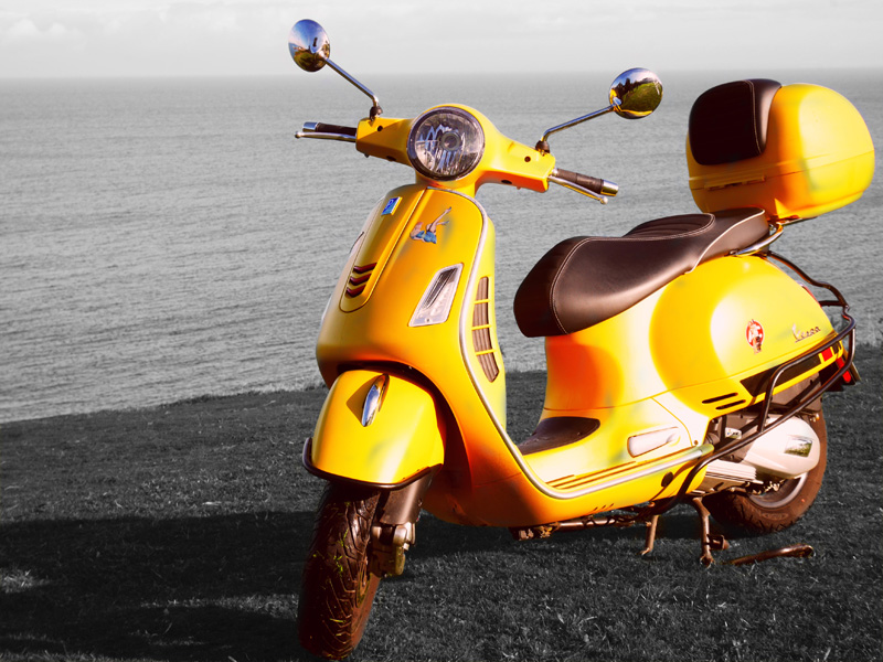 Scooters - Vespa Jaune Rectangle Driv'in Belle-Île