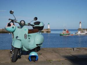 scooter sur le port de belle-île en location
