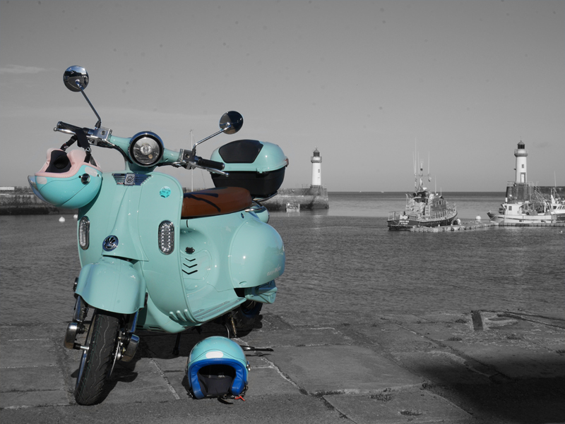 Scooters E-Retro- Driv'in Belle-Île - bleu
