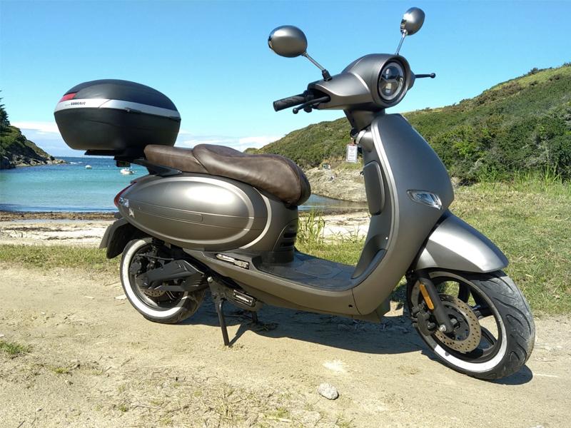 Scooter 125cc electrique sur la plage